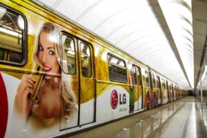 Реклама на транспорте. Внутрисалонная реклама на транспорте. Брендирование.. Метро